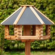 «Tofta» de VOSS.garden - maison pour oiseaux de qualité supérieure, en bois avec toit en métal, avec support