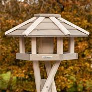 «Valbo» de VOSS.garden - maison pour oiseaux de qualité supérieure, avec support croisé, bois blanc