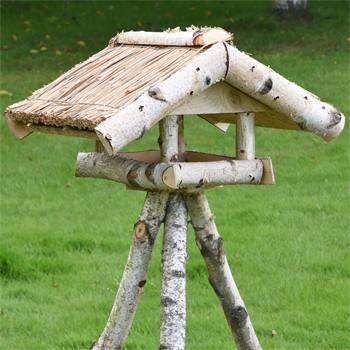 930430-1-maison-oiseaux-a-toit-de-chaume-voss-garden-holm-avec-support.jpg
